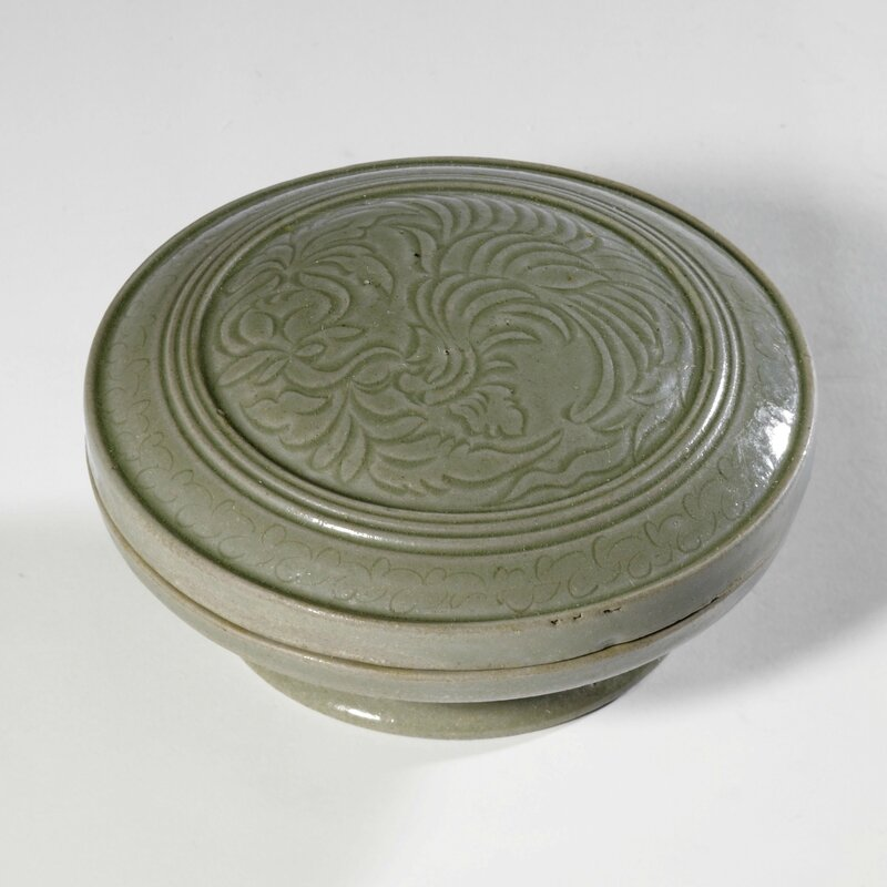 A carved 'Yue' cosmetic box and cover, Song dynasty (960-1279)