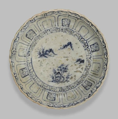 A good underglaze blue barbed rim dish with traces of overglaze decoration, Vietnam, late 15th-early 16th century