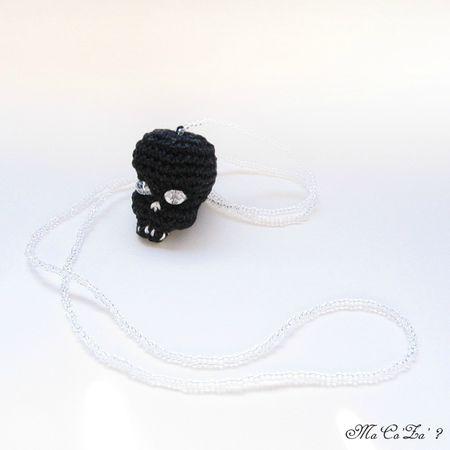Black skull necklace crochet