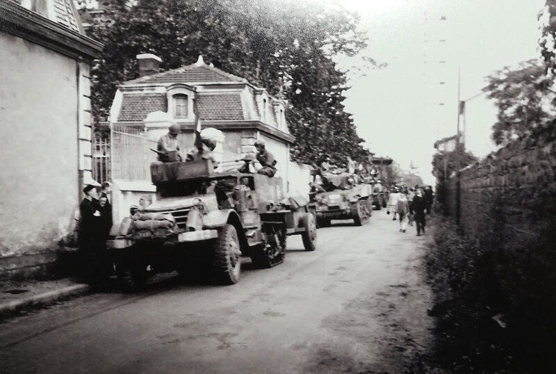 chars 1e DB, Saint-Chamond, sept 1944 (3)