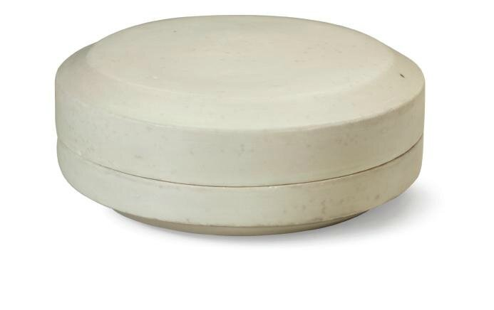 A large Xingyao cushion-form box and cover, 10th century
