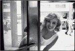 1958_new_york_manhattan_015_010_by_sam_shaw_on5thAvenue_1