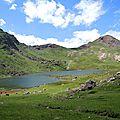 Lac d'Arlet, lac et refuge (64)