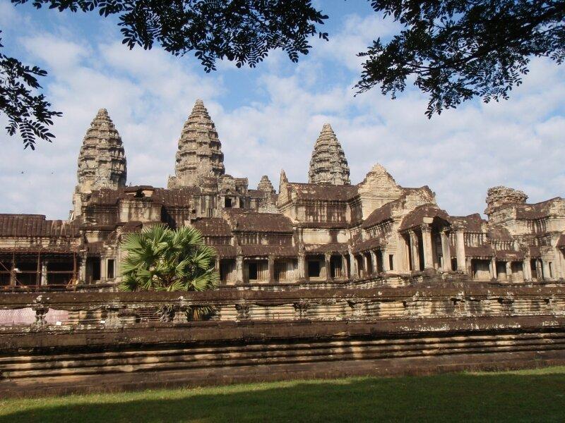 Angkor Vat. Entrée est.