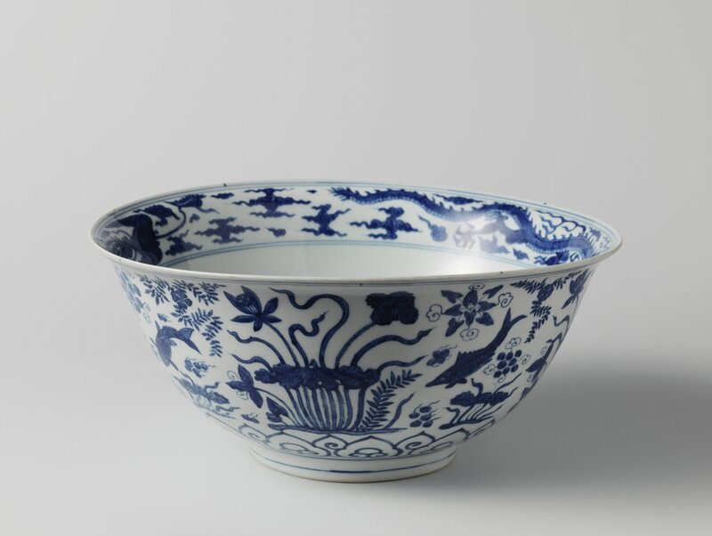 Large bowl with fish and aquatic plants, Wanli period (1573-1619), c