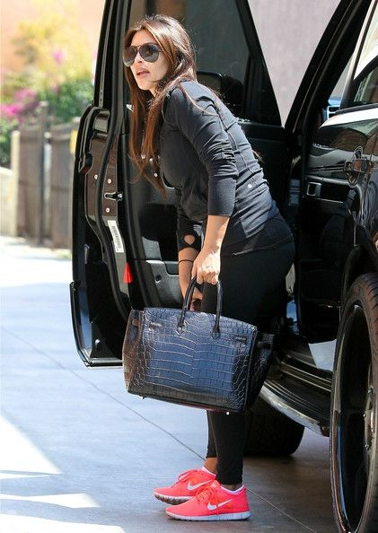 kim-kardashian-wearing-nike-free-run-3-01