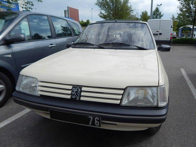Peugeot205 Indianaav