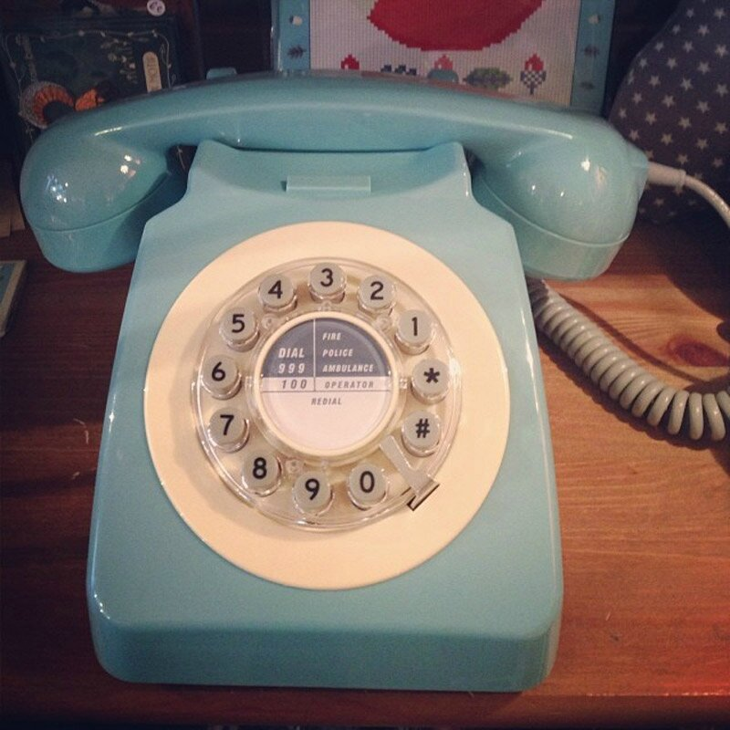 telephone-retro-blue-instag