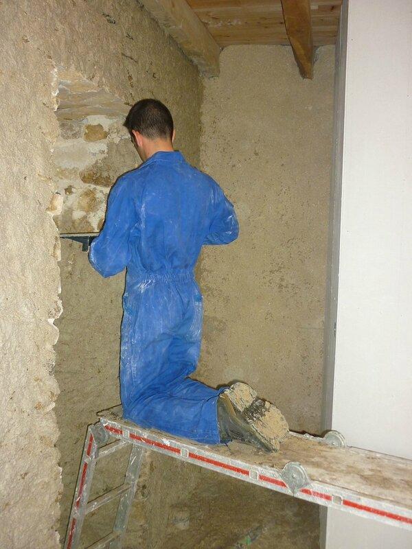 Renover une maison - longère - enduits chaux chanvre - mur en pierre - gobetis - enduit de corps - enduits de finition18