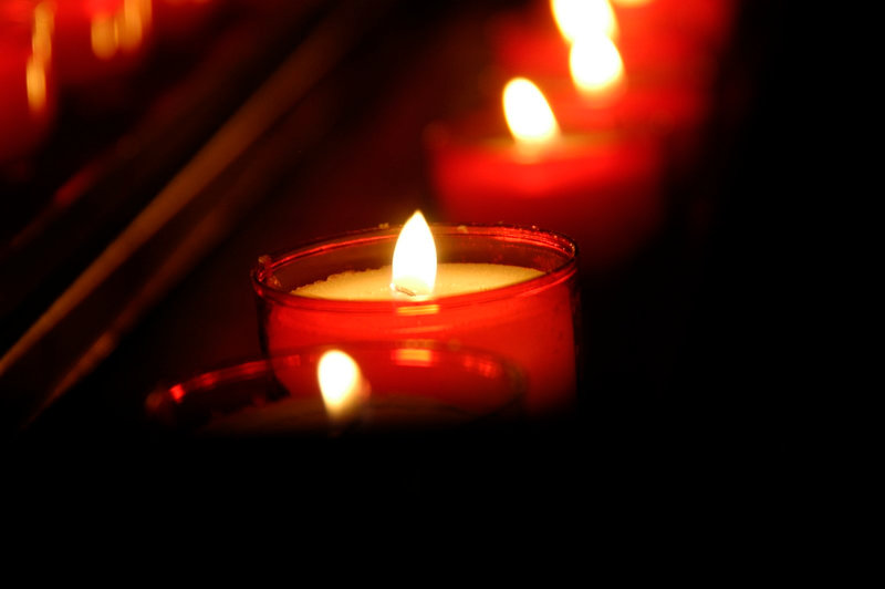 candle-in-church-1417699
