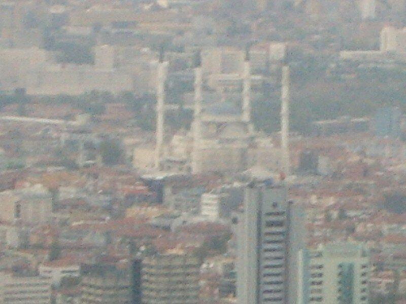 Kocatepe de loin (mosquée d'Ankara)