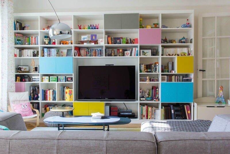 1850706-un-meuble-tele-tres-colore[1]