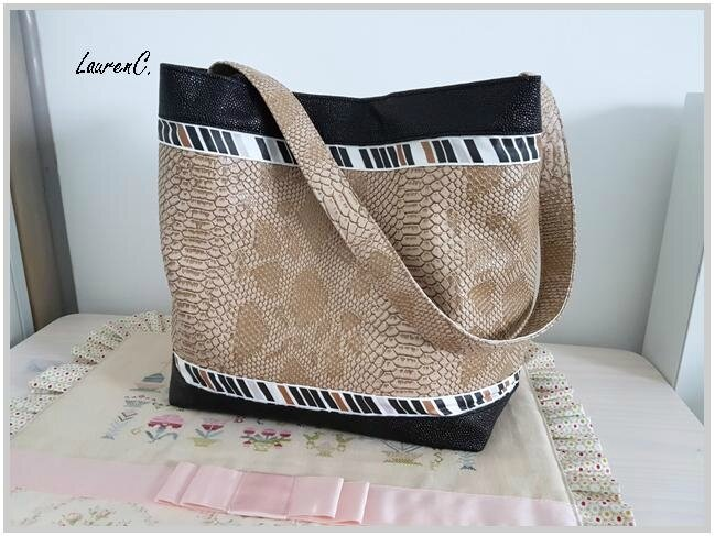 SAC SIMILI DRAGON BEIGE BUBBLES NOIR GEOMETRIQUE