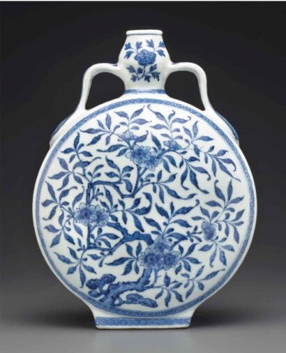 2013_NYR_02726_1326_000(a_ming-style_blue_and_white_garlic-head_moonflask_qianlong_period) (2)