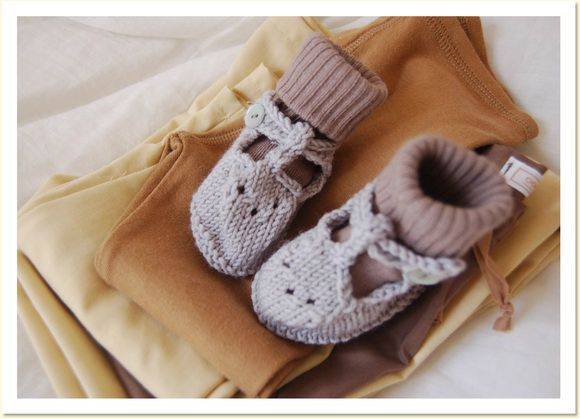 blog-madame_chacha-knitted_baby_slippers_1