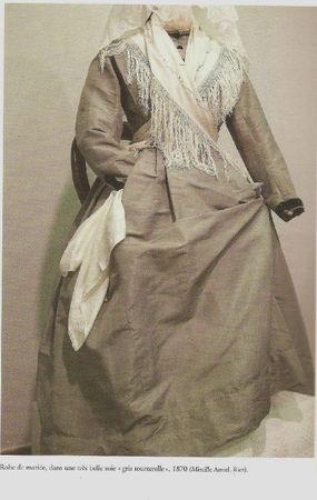 ROBE DE MARIEE GRIS TOURTERELLE EN SOIE 1870