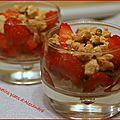 Verrine de fraises et biscuits à la pistache
