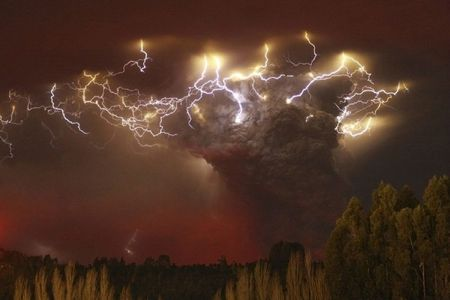 enhanced-buzz-wide-5065-1323019200-17 Chile's Puyehue volcano erupts, causing air traffic cancellations across South America, New Zealand, Australia and forcing over 3000 people to evacuate
