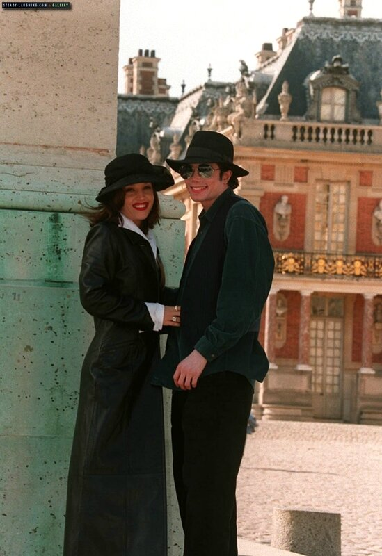 michael-and-lisa-marie-presley-visit-the-chateau-de-versailles-in-france(78)-m-2