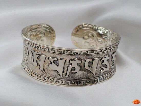 Bracelet Concave Gravure OM MANI PADME Rigide Ouvert Ajustable Argent du Tibet Unisexe