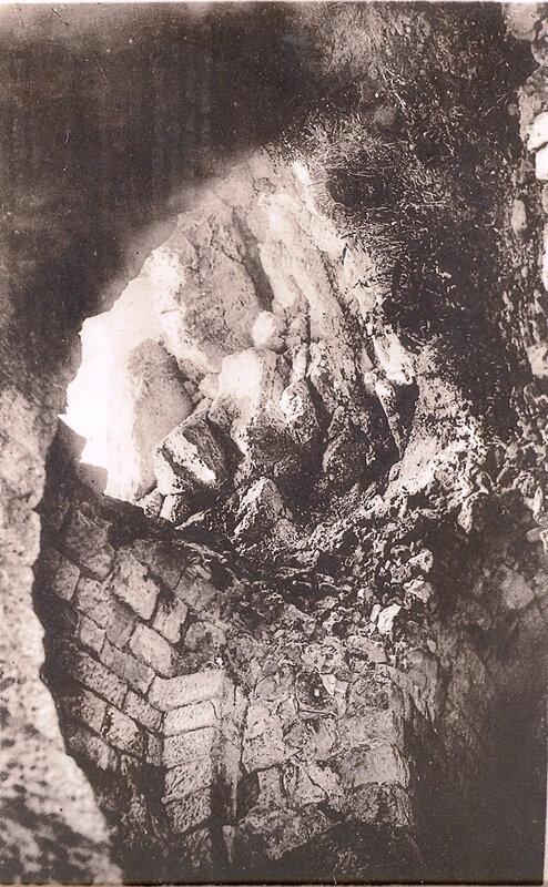 05 effet d'un obus français de 400 tombé la veille de la reprise du fort le 23 octobre 1916 à l'emplacement des pionnier