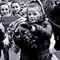 Le noir et blanc n empeche pas d etre heureux a la bande de carnaval de brouckerque 2015