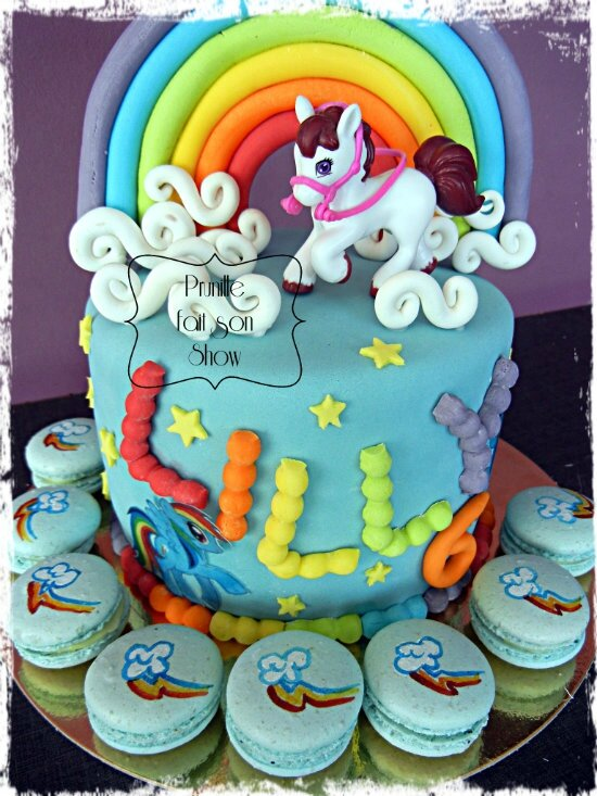 "Rainbow cake ""My little pony"" et ses macarons assortis ( peints à la main)"