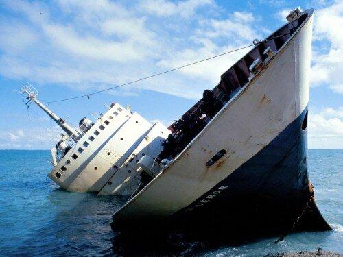 boat-sinking-500x375