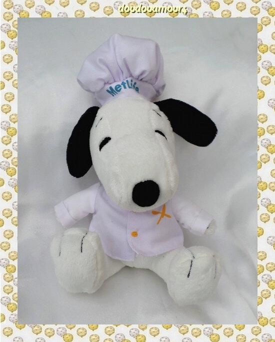Peluche Doudou Chien Snoopy Assis En Tenue De Cuisinier Toque Blanc Peanuts Metlife