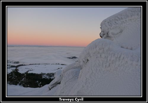 2008 12 24 Mer de nuages et givre sur les hauteur du Pic du Lizieux aprés le coucher du soleil