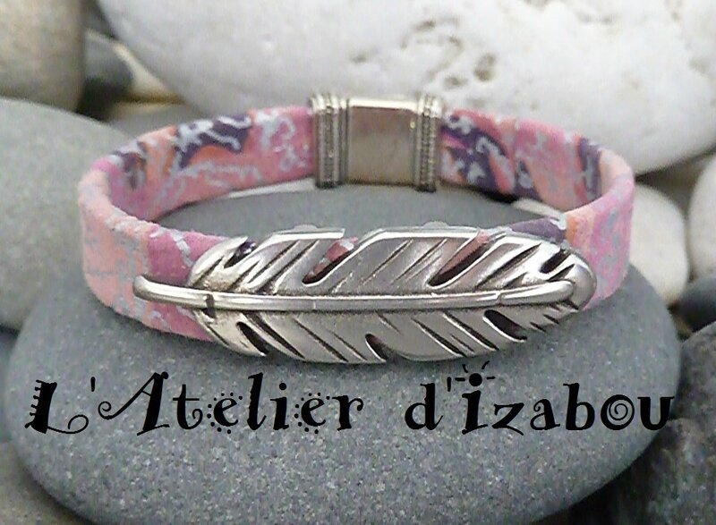 P1210081 Bracelet femme cur violet mauve argenté et passant plume, fermoir aimanté empire