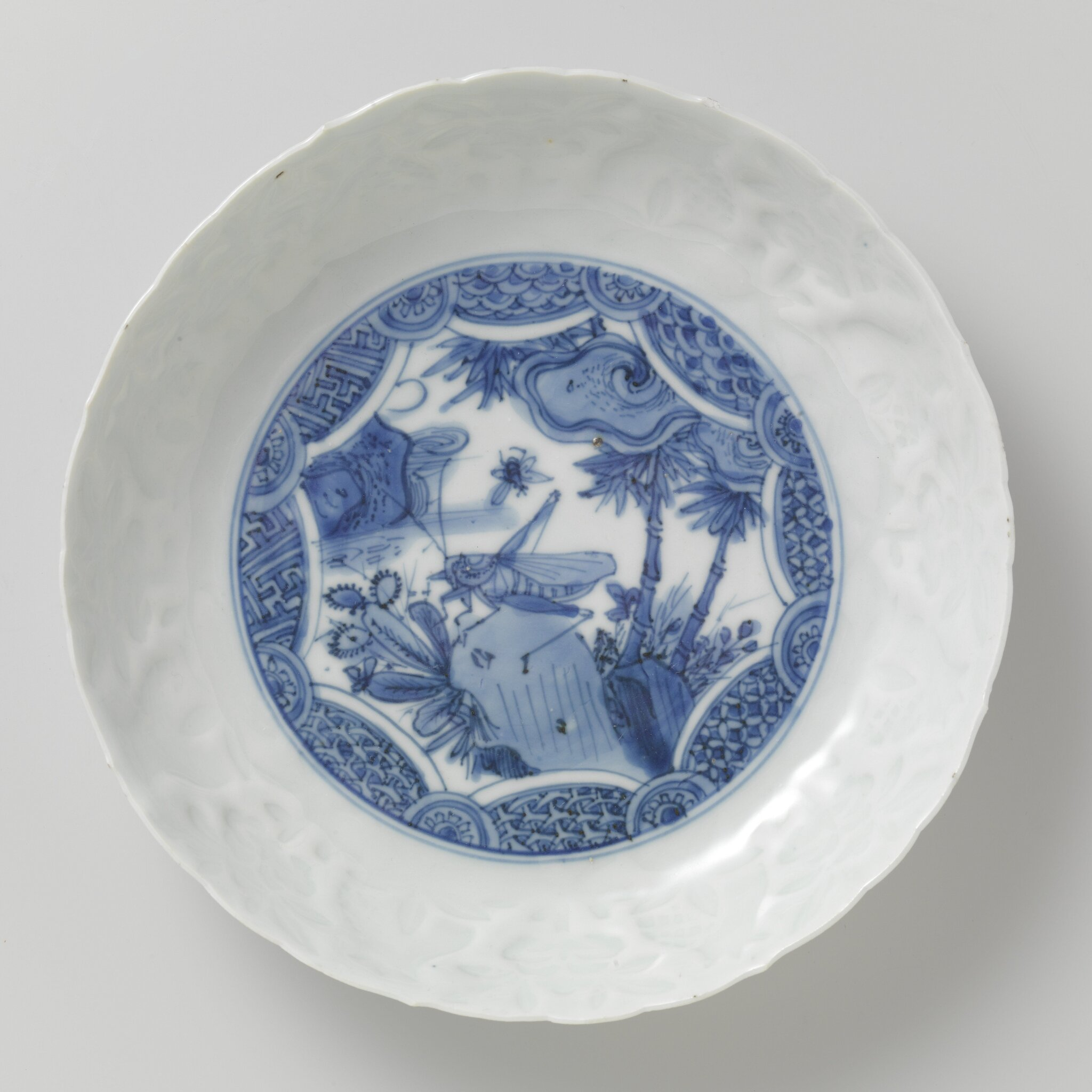 Blue_and_white_dish_with_grasshopper__Wanli_period__1573_1619___1580_1620
