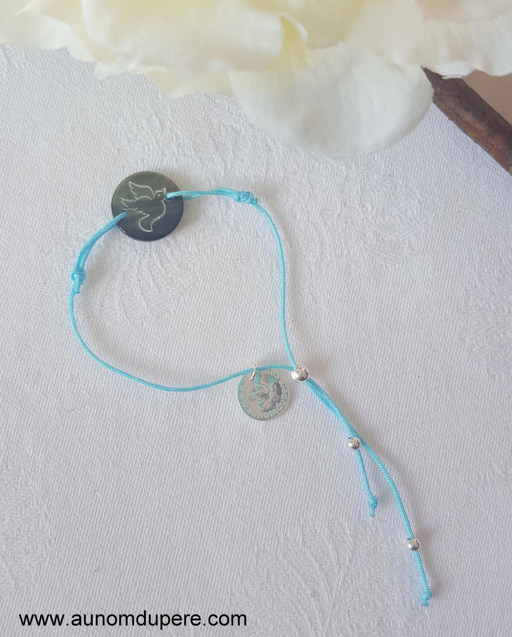 Bracelet médaille Esprit Saint en nacre (sur cordon bleu clair) - 19 €