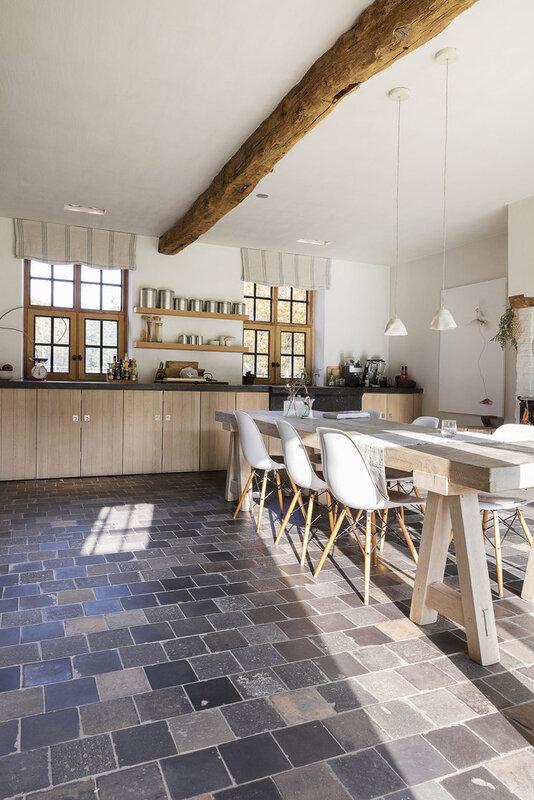 Cuisine-sol-en-terre-cuite_5-745x1117