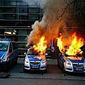 Le nouveau siège de la bce à francfort inauguré à coups de matraques et de canons à eau (scène de chaos...)