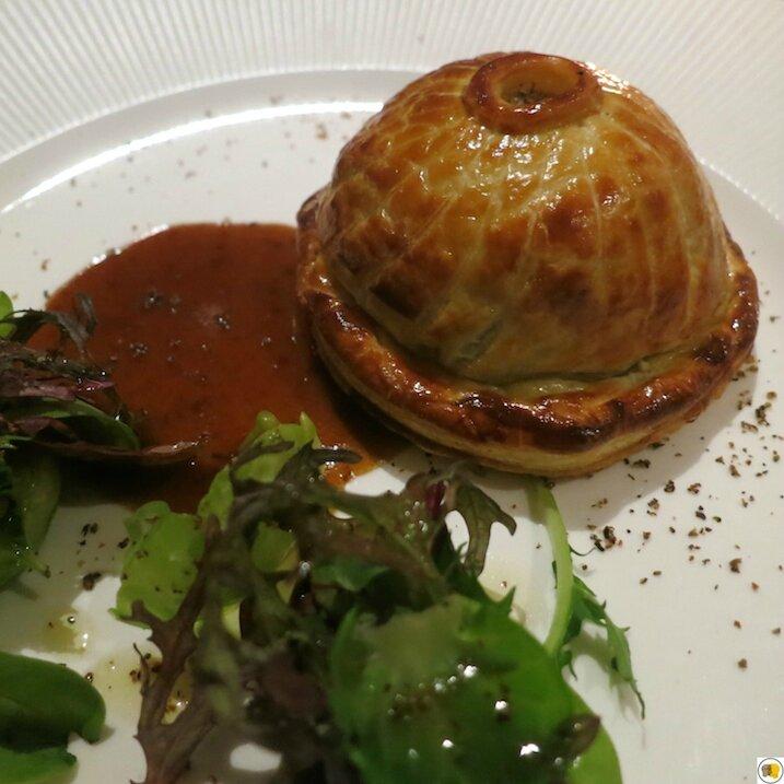 Tourte de marcassin, choux de Bruxelles, foie gras et ris de veau (2)