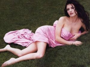Catherine-Zeta-Jones-18JPG_750