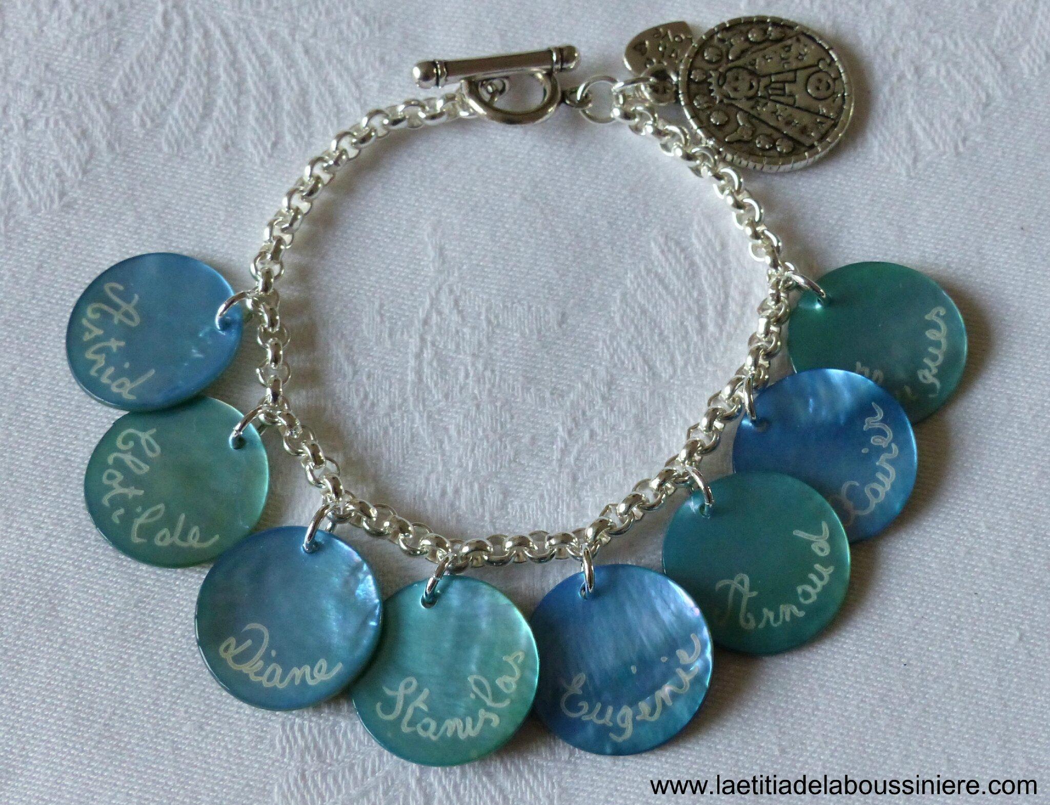 Bracelet sur chaîne métal 8 médailles en nacre gravées