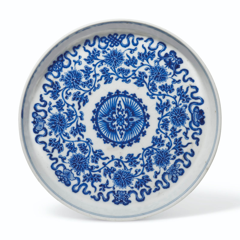 2021_NYR_19547_0858_000(a_soft-paste_blue_and_white_lotus_dish_18th-19th_century025344)