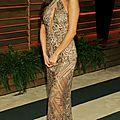 Selena gomez sublime en robe d'or à l'after party des oscars 2014
