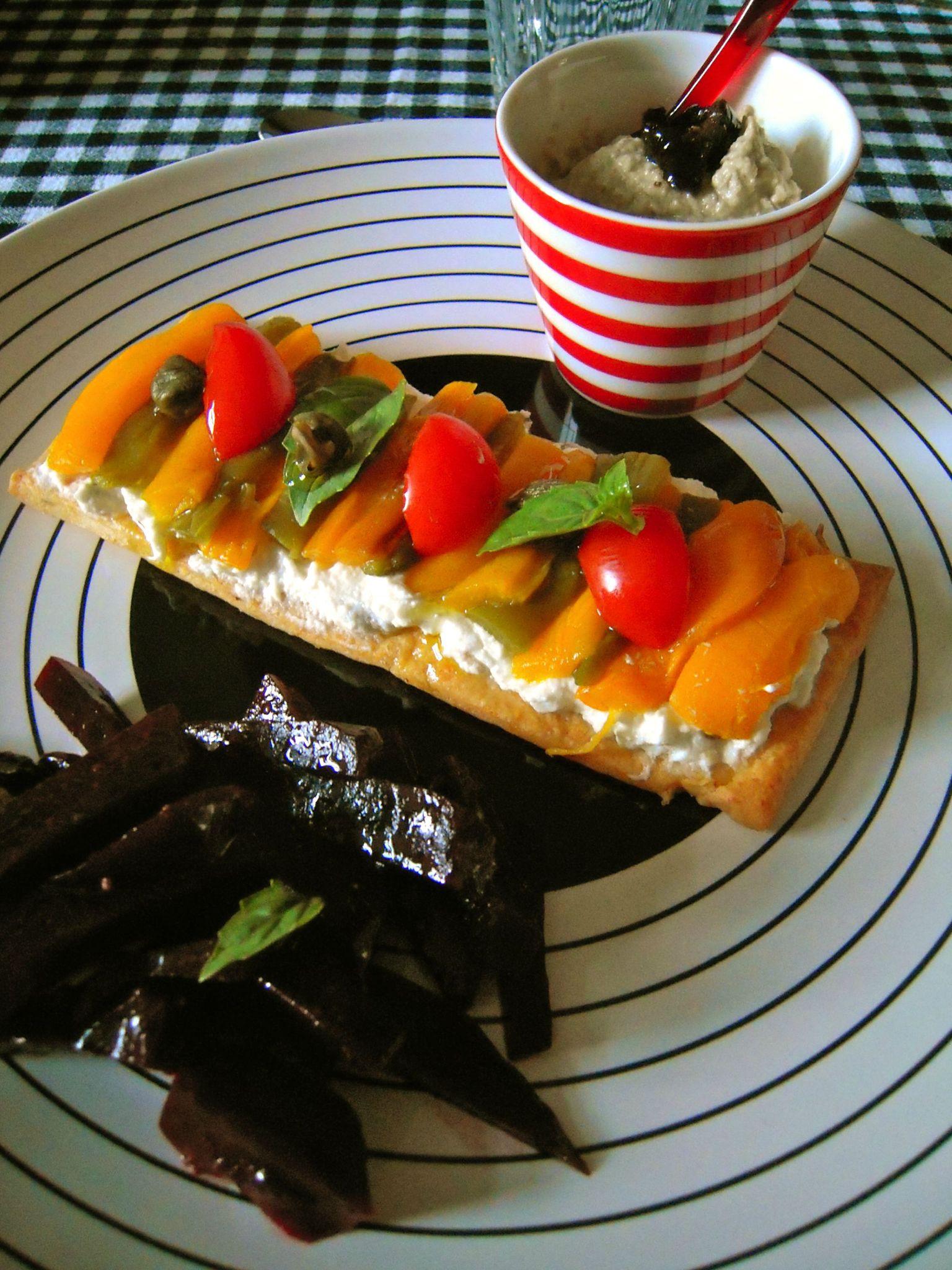 tartelettes longues à la crème de fromage aux anchois, aux poivrons