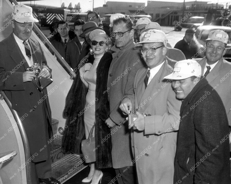 1957-01-03-NY_arrival_from_jamaica-idlewild_airport-010-1