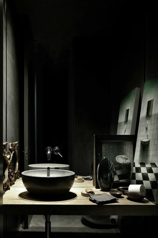 Couleurs-sombres-ambiance-cabinet-curiosites-design-milan-Charles & Ray Eames (3)