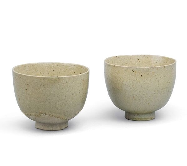 Two_stoneware_cups__Tang_dynasty__8th_century