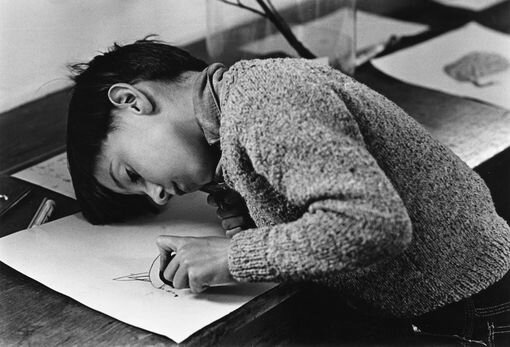 enfant qui dessine Mary Evans - SIPA