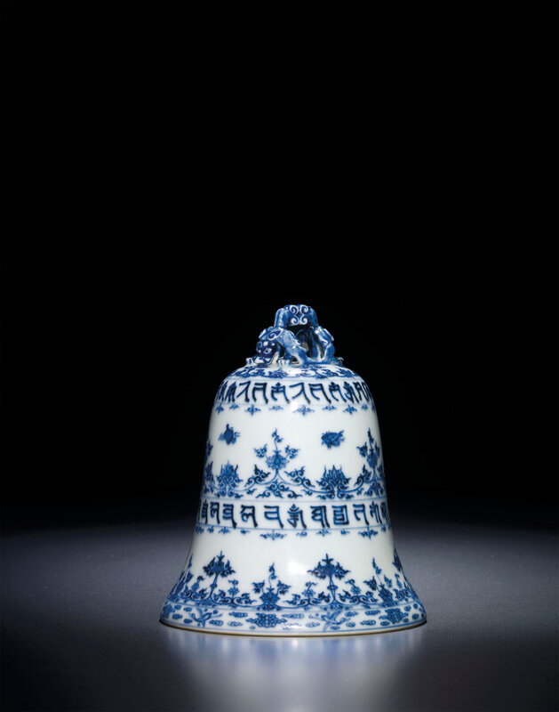 2013_HGK_03216_1937_000(a_rare_blue_and_white_sanskrit_inscribed_bell_qianlong_four-character)