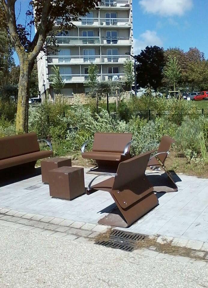 mobilier urbain recherché