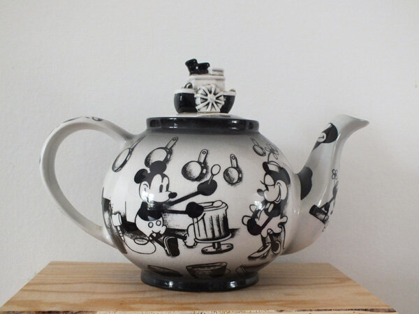 1 maman-flocon-mamanflocon-disney-showcase-collection-théière-teapot-steamboat-willie-mickey-mouse