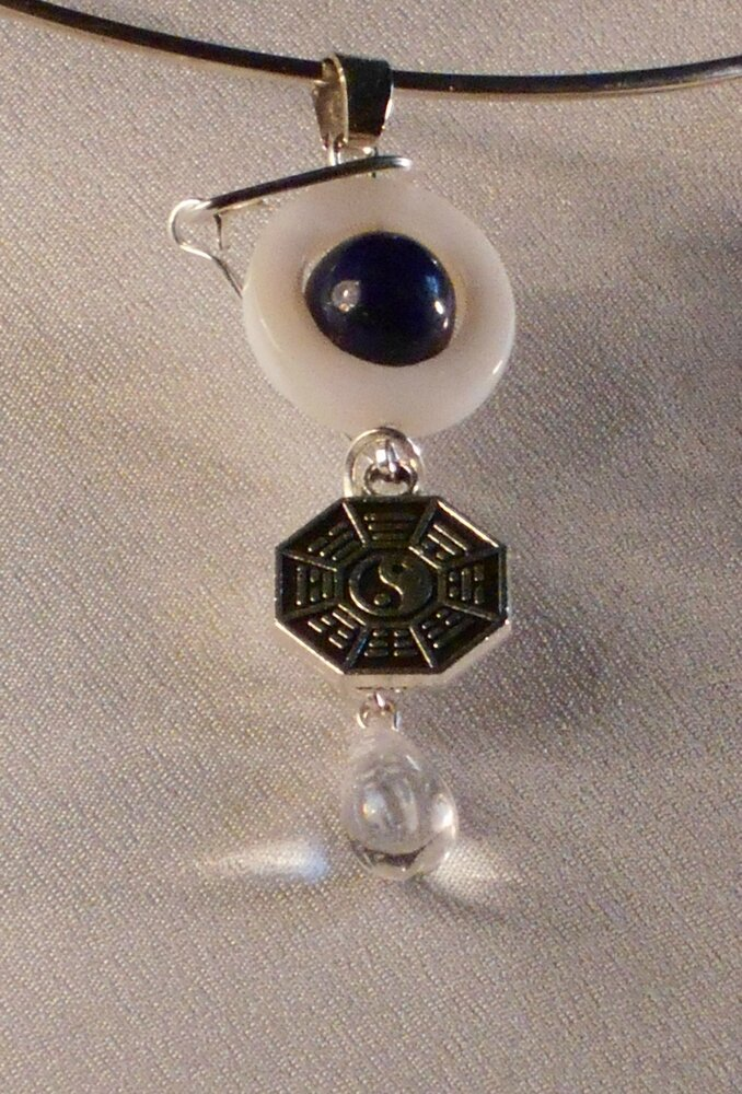 16 pendentif en lapis lazuli. 5 €