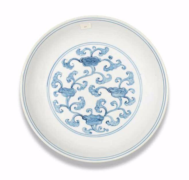 A rare blue and white 'lingzhi' dish, Hongzhi-Zhengde period